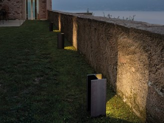 Mais plus que cela je ne peux pas Outdoor Floor Lamp